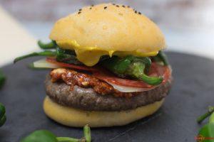 Burger mit Pimientos und Manchego