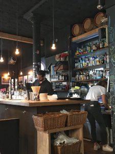 Die Bar im Attentat griechischer Salat