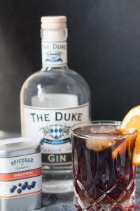 Gin Tonic mit dem Dukes Gin gemischt mit Cold Brew und Cumeo Pfeffer von Spicebar