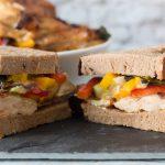Sandwich mit Hähnchenkotelette und Grillgemüse