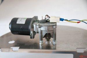 Scheibenwischermotor als Antrieb des Bierautomates