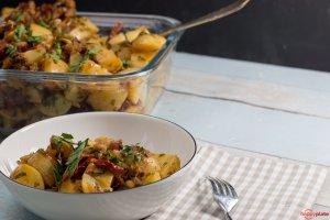 KArtoffelsalat mit getrockneten Tomaten Pinienkerne und Pacetta