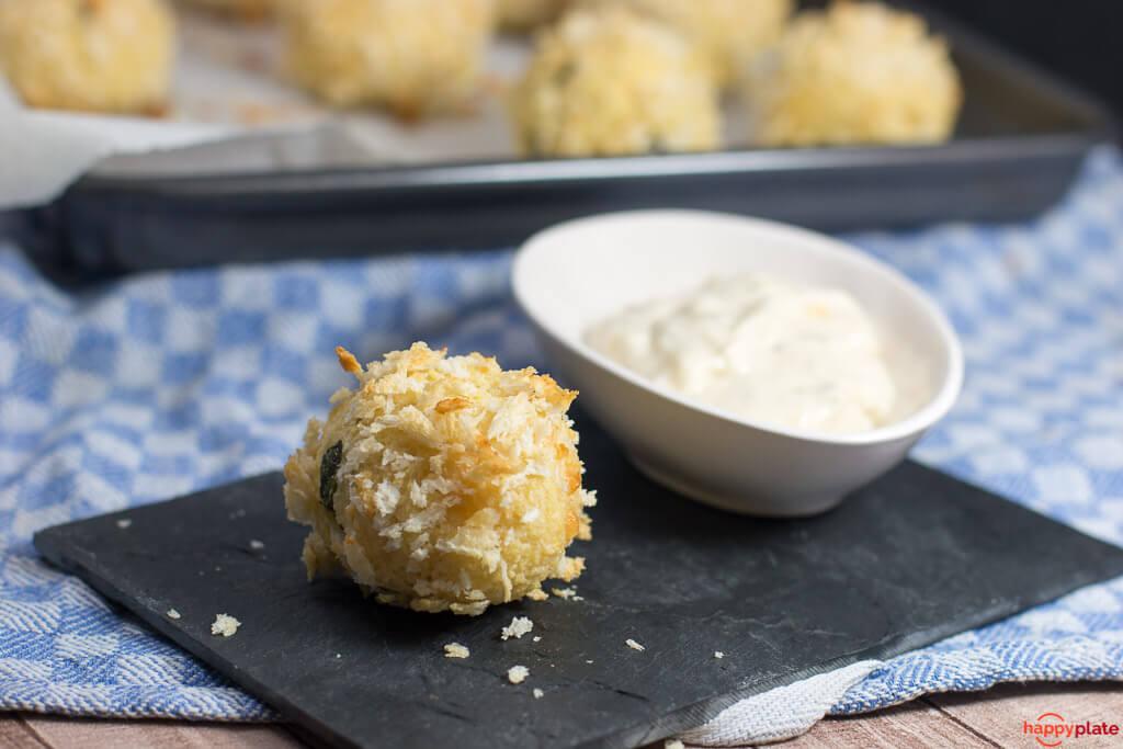 Couscous - Kaese - Baellchen mit Samurai Sauce_