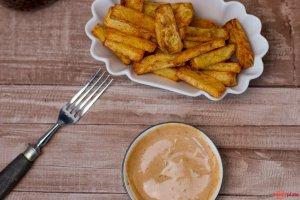 Belgische Pommes selbstgemacht im Airfryer mit andalousischer Sauce