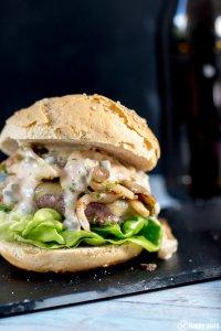 Cheeseburger mit Sauce Tartar und Austernpilzen