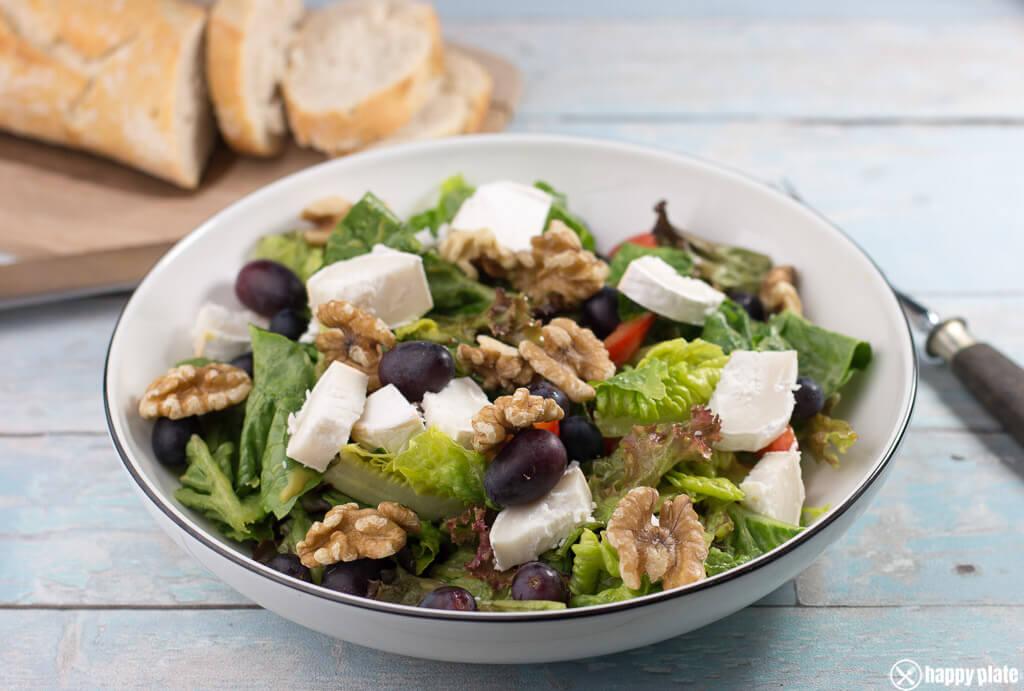 Salat mit ziegenkase trauben walnusse