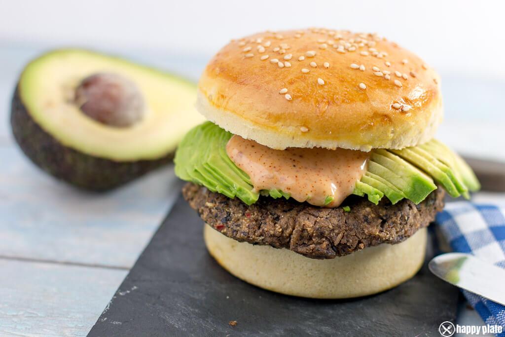 Vegetarischer Burger mit schwarzen Bohnen