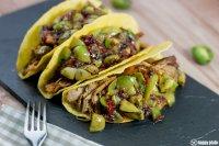 Taco Shell mit Carnitas und Nergi Salsa
