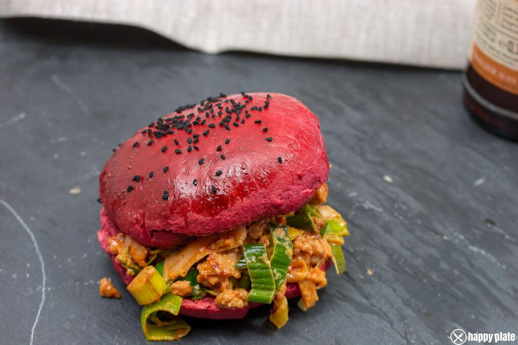 lauch sloppy joe im roten hamburger bun mit roter beete. Black Bedroom Furniture Sets. Home Design Ideas