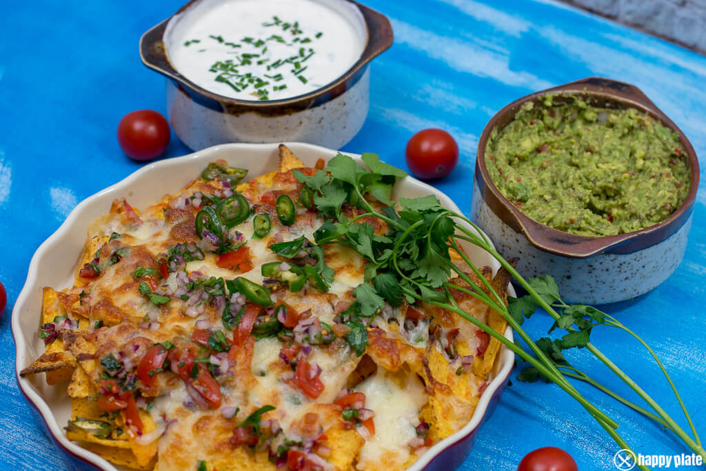 die besten nachos mit k se selbstgemachter guacamole und sour cream happy plate. Black Bedroom Furniture Sets. Home Design Ideas
