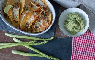 Tacos mit guenem Spargel und Guacamole_