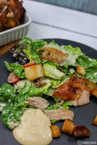 Caesars Salad mit gezupften Bierdosenhaehnchen