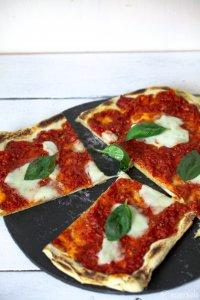 Sauerteig Pizza mit Marinara Sauce