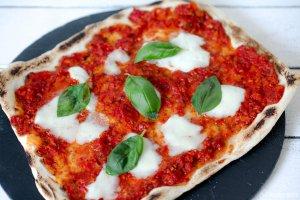 Sauerteig Pizza mit Sauce Marinara