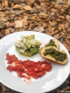 Zander Ceviche mit Hagebutten - Tomaten - Püree und Dattel Crostini