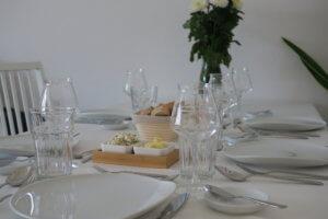 Gedeckter Tisch mit Kahla Porzellan