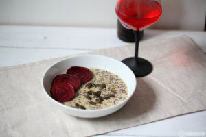 Quinoa Risotto mit Gorgonzola und fermentierter roter Beete