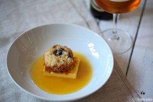 Getrockneter Fruechtekuchen mit Gebackener Safran-Eiermilch und Orangensauce