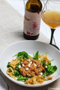 Lachstartar mit Kimchi und Kefir Kaviar und Sour IPA