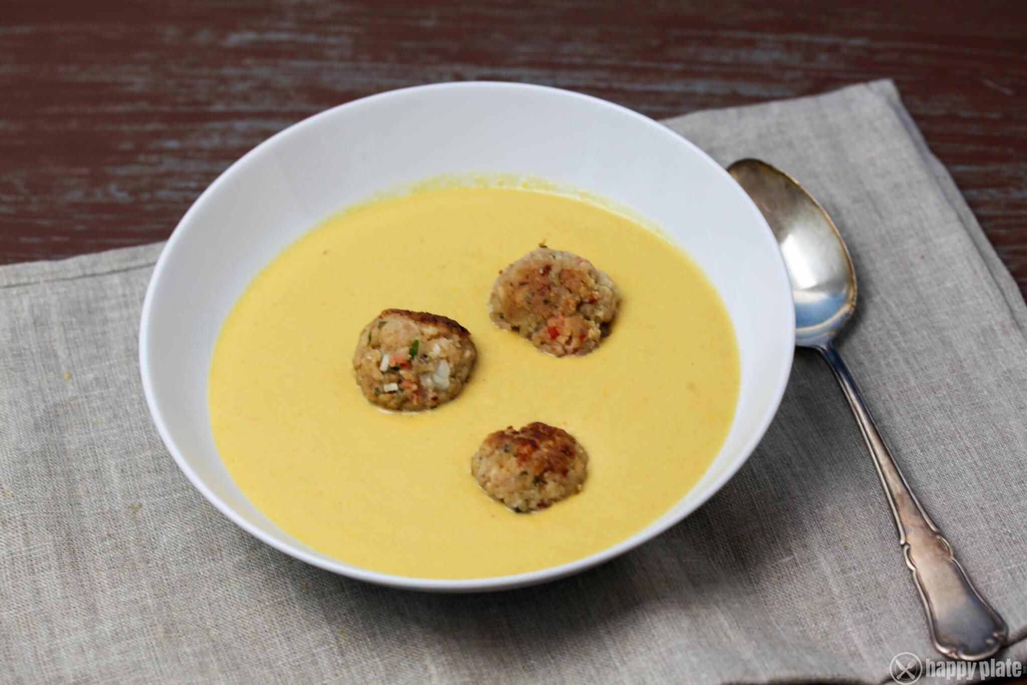 Selbstgemachte Maissuppe mit Garnelenbaellchen