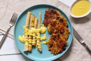 Schwarzwurzel Spargel mit veganer Sauce Hollandaise und Kartoffelplaetzchen