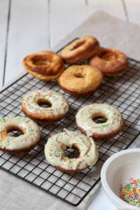 White Choco donuts aus dem Ofen