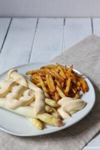 Spargel sous - vide gegart mit sous vide gegarter Kartoffelmayonnaise und Pommes