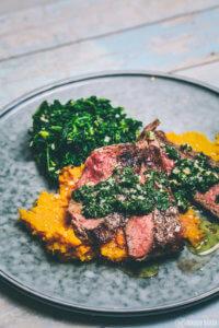 sous vide Steak mit Süßkartoffelpüree und Spinat_
